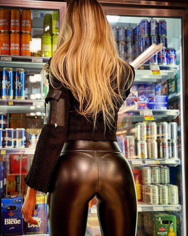 Girls In Latex And Leather (35 pics)