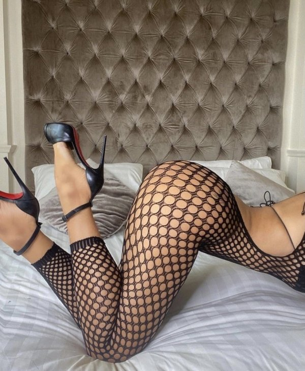 Girls In Lace And Fishnet (38 pics)