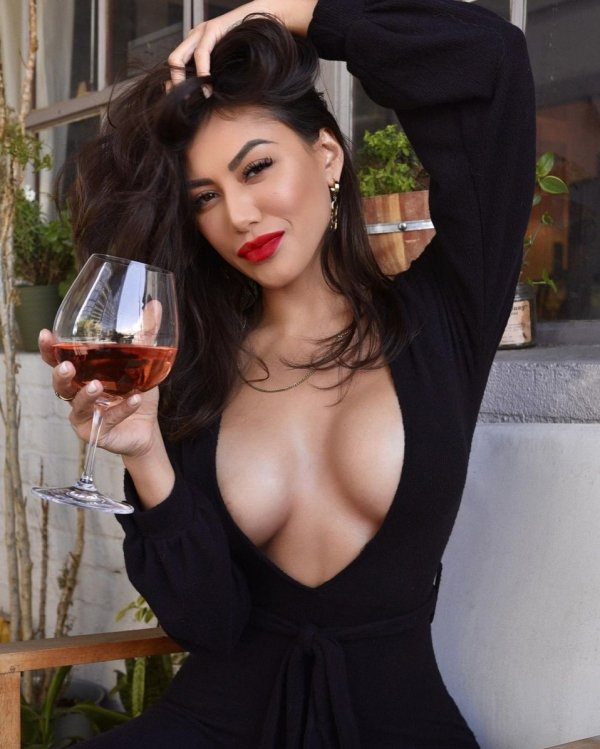 Girls With Red Lips (38 pics)
