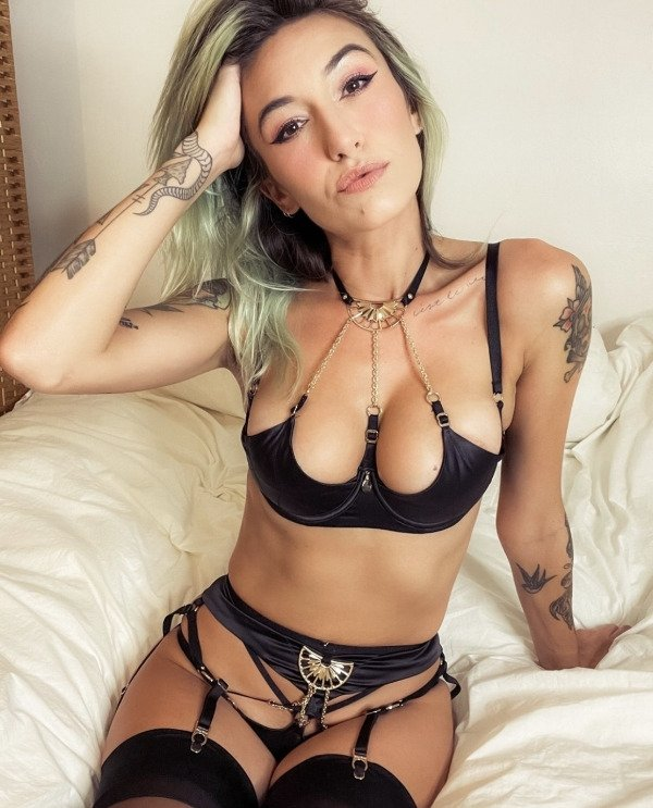 Girls With Dyed Hair (40 pics)